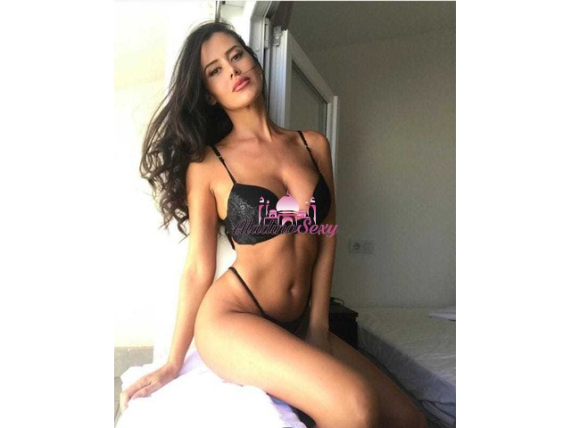 Escort Genova Valeria sexy bambolina tuttofare a Brignole
